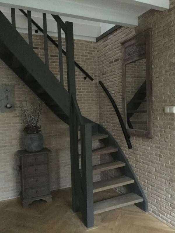 Ländlicher Firniswachs Treppen mit Kreidefarbe Ozul