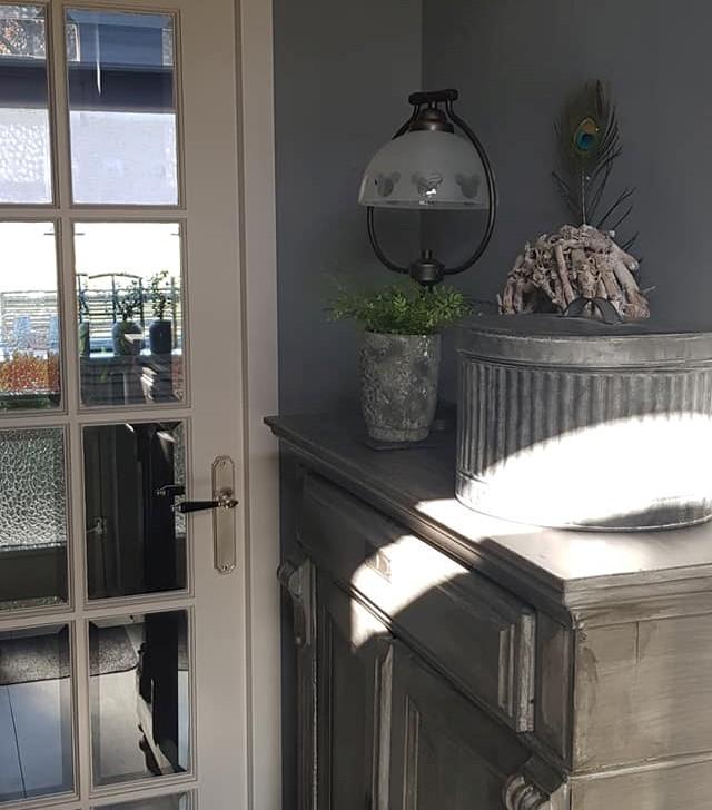 Farbe für Türen und Rahmen oder Fensterrahmen